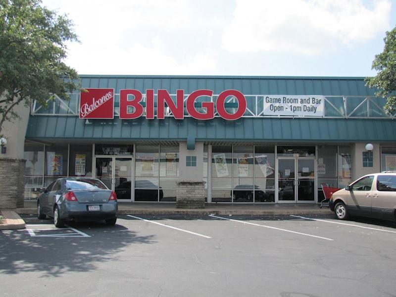 Balcones Bingo, Exterior